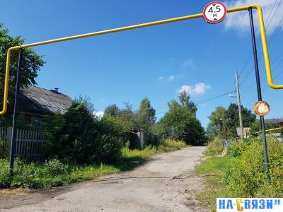 Газовые трубы над улицей Колхозная