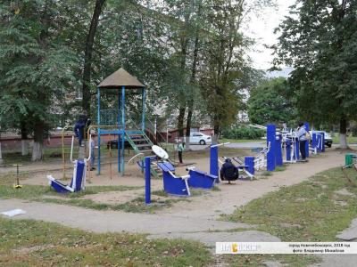 Детская площадка и спортивные тренажеры