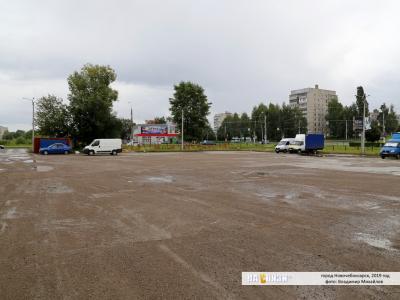"""Парковка возле торгового центра """"Вершина"""""""