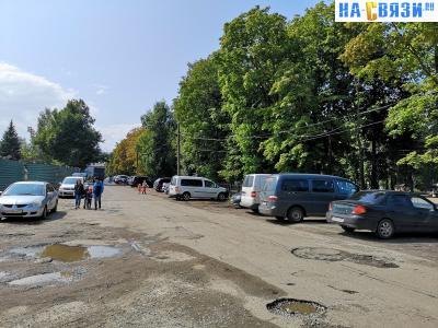 Парковка у парка Николаева на проезде Тинюкова