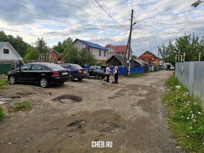 Парковка и детская площадка