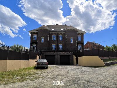 Большой дом на ул. Спиридонова 1В