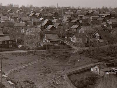 Вид с Гагаринского моста. На переднем плане улица Яблоневая