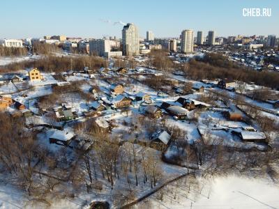 Вид сверху на дома на восточном косогоре
