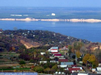Вид с высоты на Волгу и улицу Тютчева