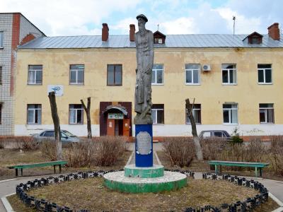 Памятник востоковеду Никите Бичурину