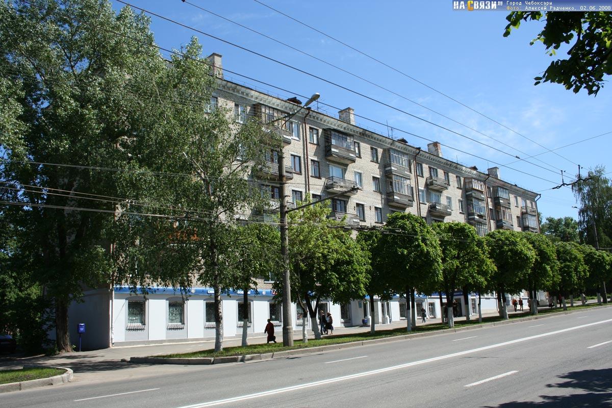 1/4 доля в 2-х комнатной квартире.  Окна выходят на пр. Ленина, зал проходной, комнаты в одну сторону.
