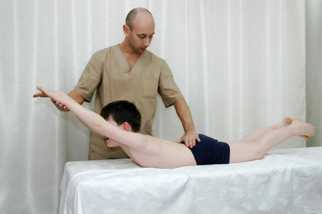 Мануальная терапия или массаж при сколиозе