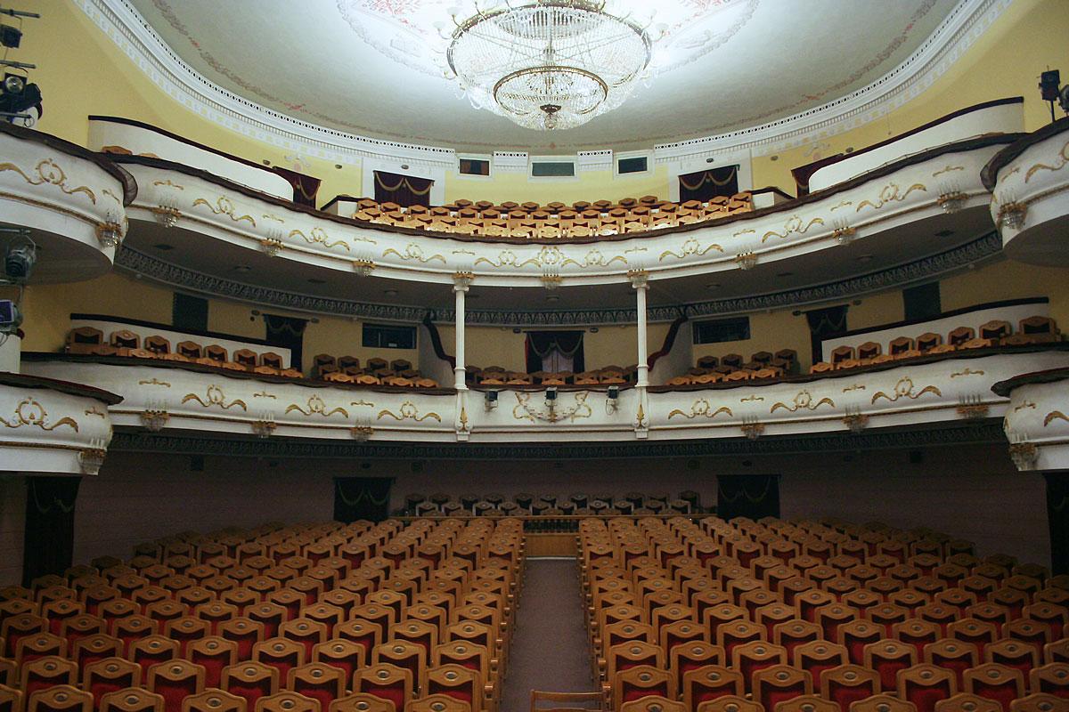 театры в пятигорске афиша апрель