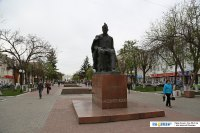 Памятник Чавайну