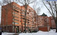 Двор дома 1 по улице С.Михайлова