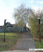 Спуск с улицы Герцена к монументу Матери-Покровительнице
