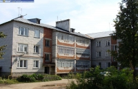 Двор дома по ул. Геологическая, 3