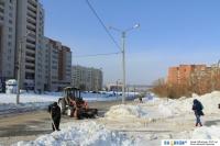 Уборка снега на улице Лебедева