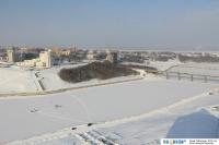 Вид на зимний залив с крыши башни