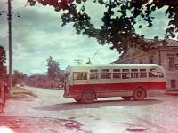 Автобус на перекрестке, 1955-1957
