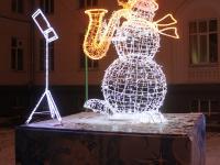 """Новогоднее оформление """"Снеговик играет на трубе"""""""