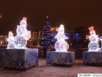 Снеговики-музыканты на площади Республики