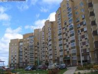 Двор дома 6к1 по улице Соколова
