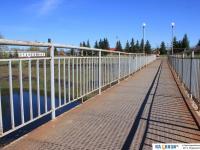 Мост между парком и стадионом