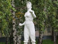 Скульптура на аллее Искусств