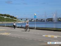 Велосипедист на заливе