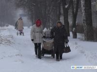 Дорога к детской больнице - везут коляску