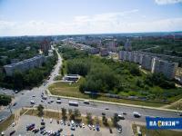 Вид с высоты на улицу Ленинского Комсомола