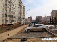 Парковка у дома бульвар Миттова 3