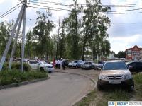 Переполненная парковка у ЗАГСа в Кугесях
