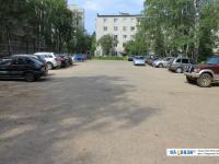 Большая автомобильная парковка