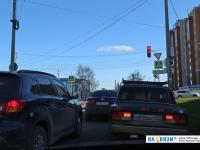 У светофора