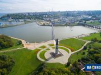 Вид на монумент и чебоксарский залив с высоты