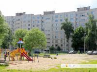 Детская и спортивная площадки во дворе