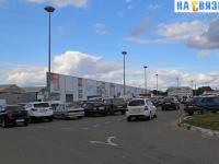 Въезд на парковку ярмарки на Гладкова