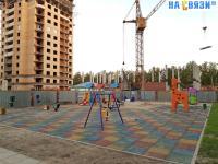 Детская площадка среди строек