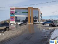 Парковка у торгового центра