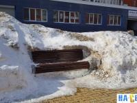 Скамейка зимой на Приволжском бульваре