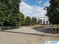 Ограждение на входе в сквер Ивана Яковлева