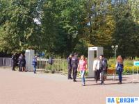 Рамки на входе в сквер Чапаева