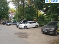Парковка во дворе пр. Ленина 1
