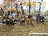 Скульптурные композиции из дерева