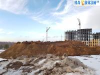 Огромная гора земли при строительстве микрорайона Университет-2
