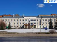 Вид на сквер с памятником Ленина на ХБК