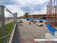 Пешеходный спуск на нижнюю парковку Мега Молла