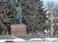 Памятник Ленину на площади Республики