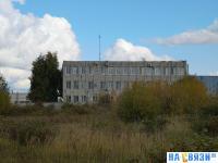 Вид на трехэтажное здание