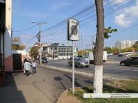 Парковка перед кафе, переделанная в пешеходную зону