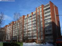 Двор дома 15 по проспекту Максима Горького