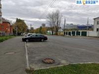 Парковка вдоль улицы Богдана Хмельницкого